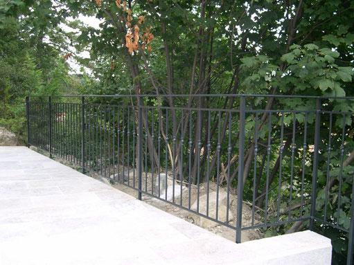 Rampe ou garde corps avec barreaux droits et bagues sur barreaux Garde corps ou rampe barreaux droits avec bagues de décoration