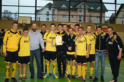 Leider hat es diesmal mit der Titelverteidigung nicht geklappt. Trotzdem kann das Team von Trainer Daniel Rück sehr zufrieden sein. Auch Peter von Gersdorff, 1. Vorsitzender des SVO freut sich mit der Mannschaft!