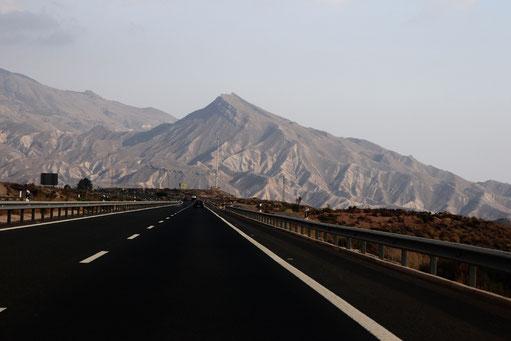 Straße auf dem Weg zur Wüste von Tabernas