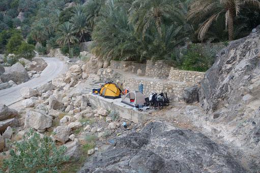 Camping unter Sternen in der Wüste im Oman