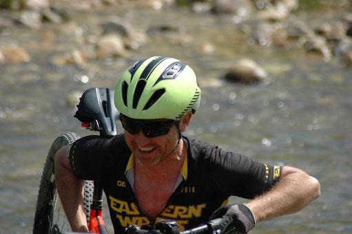 La confianza en verdaderos profesionales es clave a la hora de obtener los mejores resultados. Nuestro equipo aplica las técnicas más avanzadas y las mejores herramientas como RETUL para ayudarle a disfrutar más y mejor del ciclismo, triatlón y MTB.
