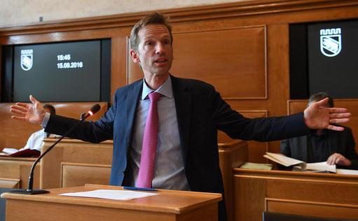 Alexandre Schmidt, Finanzdirektor der Stadt Bern, stört sich an Doppelspurigkeiten.