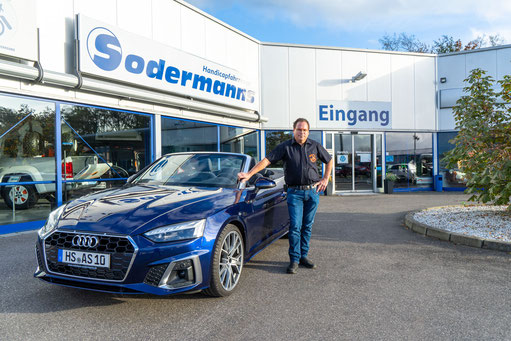 behindertengerechter Audi A5 Cabrio Selbstfahrerumbau, Handgerät, MFD, Sodermanns