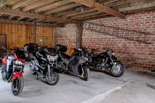 notre chai reconverti en garage pour moto