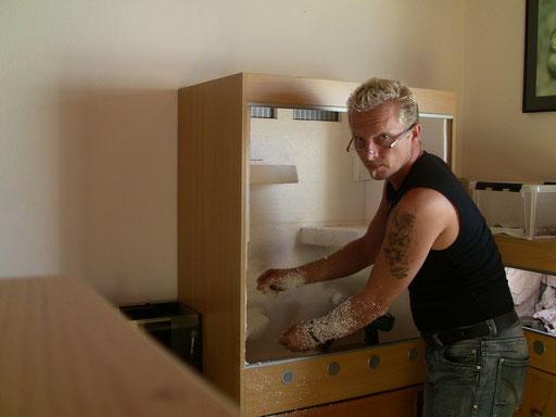 Vor der Arbeit den Staubsauger zu holen wäre von Vorteil gewesen. Gut das meine Inge zu Hause war, so konnte sie zugleich saugen und schimpfen. ;-)