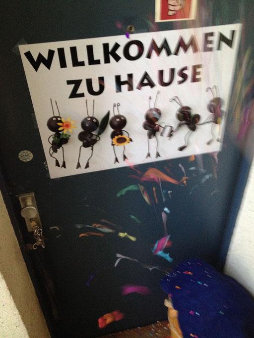 Nach Würzburg noch für eine Nacht nach München und Sontag früh war ich endlich in Berlin zurück...  Empfang mit Schild und Konfettiiiii...:-)))
