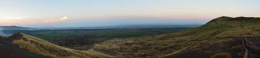 Nationalpark Vulkan Masaya - Ausblick vom Kreuz in Richtung der Zufahrtsstrasse