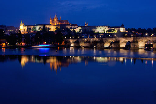 Blick über die Moldau zur Prager Burg (Foto: Uwe Kragl)