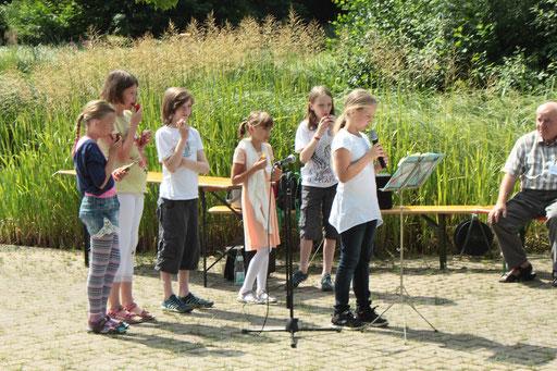 Die Waldschule Etzenrot sorgt für die gelungene kulturelle Umrahmung - vielen Dank (G. Franke)