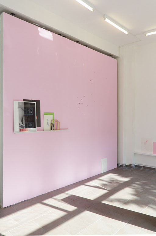 "WOLFGANG LÜTTGENS, Wandinstallation im Showroom Hamburg für "" rose is a rose..."", 2013"