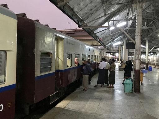 Zug in Bago