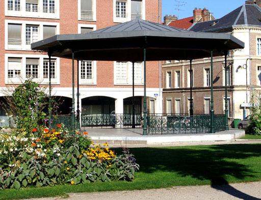 Amiens- Place du Palais de Justice