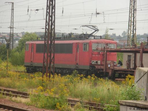 Am 19. August 2011 durchfährt 155 175-3 mit einem Güterzug  Chemnitz Hbf.