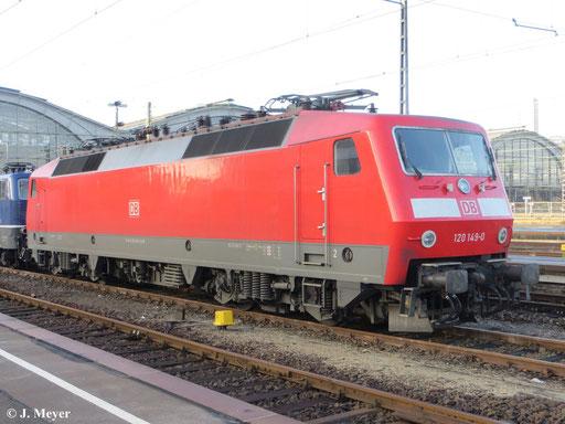 Am 1. Dezember 2013 ruht sich 120 149-0 am Haken von 181 201-5 in Leipzig Hbf. aus