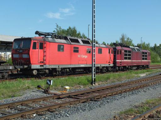 Am 16. Mai 2013 steht 180 003-6 gemeinsam mit 180 011-9 am Südbahnhof Chemnitz. Noch am selben Tag werden die Loks zur Abstellung ins AW Chemnitz befördert