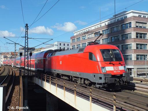 182 014-1 bei der Einfahrt in den Bahnhof Berlin Alexanderplatz (29. September 2013)