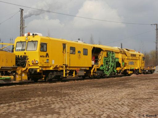 Direkt dahinter steht die Stopfmaschine B 66 UC von Matisa. Das Abstellgleis wurde inzwischen Opfer des Bahnhofsumbaus