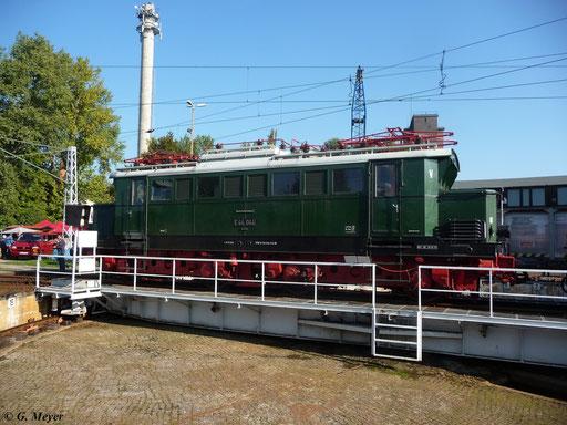 Am 24. September 2011 wird E44 044 auf die Drehscheibe im Bw Luth. Wittenberg gezogen