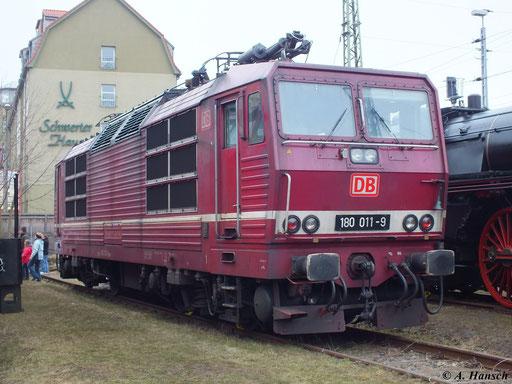 180 011-9 steht am 6. April 2013 ausgestellt im Depot des Dresdner Verkehrsmuseums