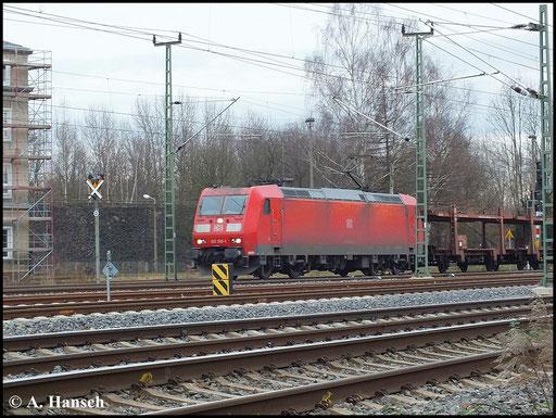 185 159-1 passiert mit Autoleerzug gen Freiberg/Dresden am 19. Dezember 2013 das AW Chemnitz