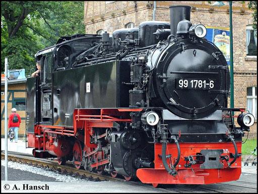 """Einer der beiden Endbahnhöfe der Rügenschen Bäderbahn """"Rasender Roland"""" ist Göhren. 99 1781-6 erreicht mit ihrem Zug gerade diesen Bahnhof und ist hier beim Rangieren zu sehen (10. August 2012)"""