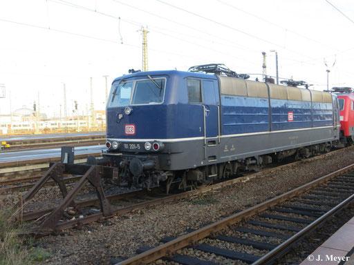 Am 1. Dezember 2013 steht 181 201-5 abgestellt in Leipzig Hbf. Am Haken hat sie 120 149-0