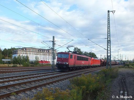Am 19. September 2013 passiert 155 114-2 das AW Chemnitz in Richtung Riesa. Am Haken hat sie 185 198-9 und einen gemischten Güterzug. Im Hintergrund ist 112 708-3 zu sehen