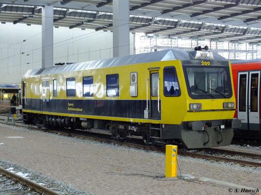 Im Hbf. Chemnitz steht am 9. Dezember 2012 das Ultraschall-Messfahrzeug 200 von Sperry Rail International