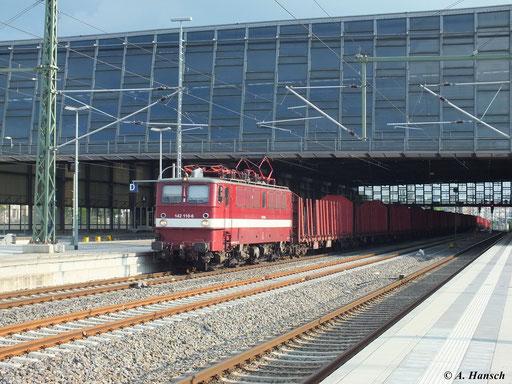 Am Folgetag (6. Juni 2013) übernimmt 142 110-6 dann den Leerzug, der hier gerade durch Chemnitz Hbf. rollt