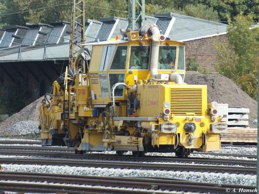 Am 29. September 2012 steht die Schnellschotterplaniermaschine SSP 110 SW auf dem nördlichen Gleisfeld des Chemnitzer Hbf.