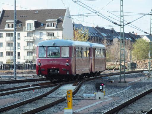 """Am 22. April 2012 fuhr die """"Ferkeltaxe"""" 172 171-1 und 172 132-3 von Heringsdorf nach Chemnitz. Hier verlässt der Zug als Lz gerade den Chemnitzer Hbf."""