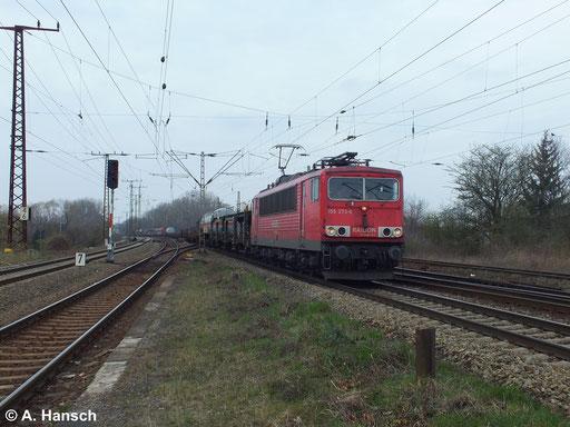 Am 18. März 2014 zieht 155 273-6 einen Mischer durch Leipzig Thekla