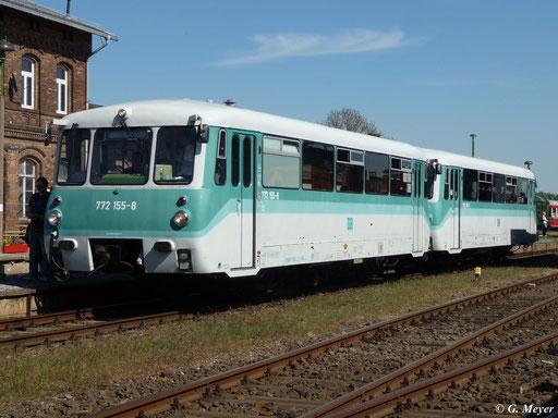772 155-8 und 772 367-9 am 7. Mai 2011 im Bahnhof Egeln