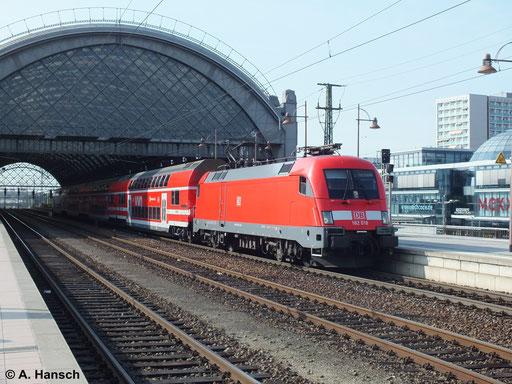 182 018-2 ist hier am 12. April 2014 in Dresden Hbf. zu sehen