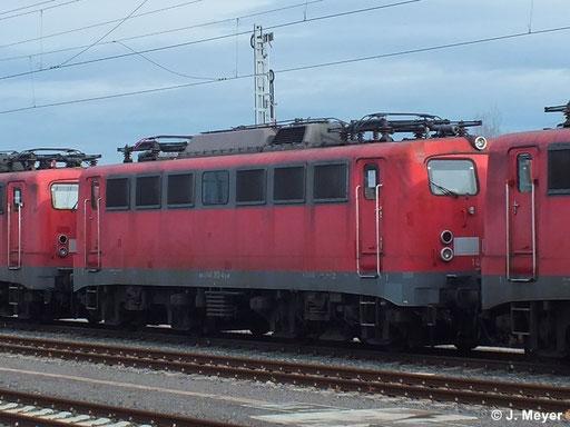 140 353-4 ist eine von drei Maschinen die am 9. Januar 2014 vom AW Chemnitz nach Nürnberg überführt wurden. Dort sollen sie Reaktiviert werden. Das Bild entstand in Chemnitz Hbf.
