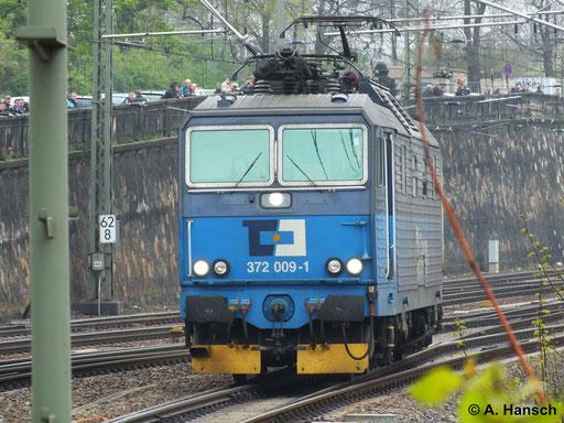 372 009-1 rollt am 12. April 2014 Lz in den Dresdner Hbf.