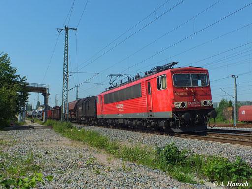 Am heißen 18. Juni 2013 rollt 155 087-0 mit ihrem Mischer am AW Chemnitz vorbei in Richtung Hbf.