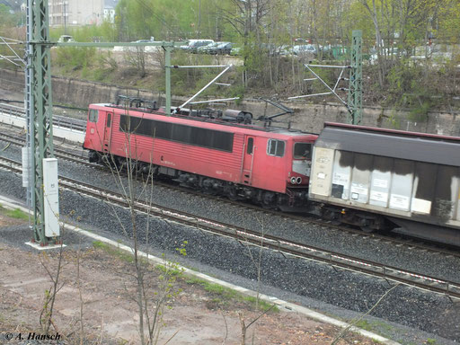 Am 30. April 2013 überrascht mich 155 214-0 mit ihrem Ganzzug aus Schiebewandwagen, der hier auf Chemnitz Hbf. zurollt