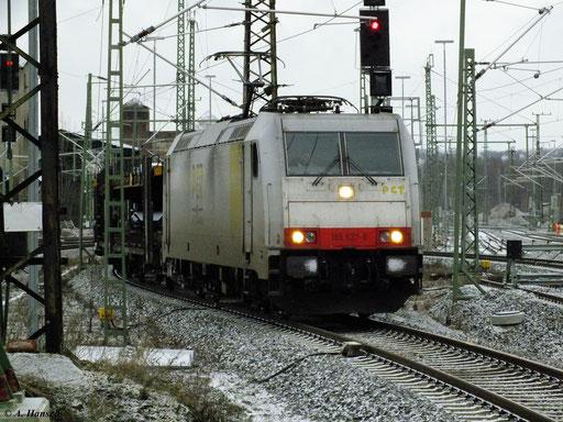 Mit VW-Zug (GA 60004) fuhr 185 637-6 am Morgen des 11. Januar 2013 durch Chemnitz Hbf.