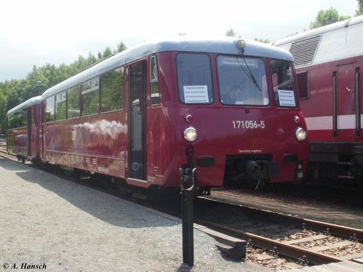 171 056-5 steht mit 972 771-0 am 2. Juni 2011 im Bw Schwarzenberg