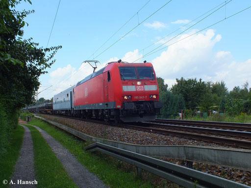 185 043-7 rollt mit einem Militärzug durch Dresden Stetzsch (13. August 2013)
