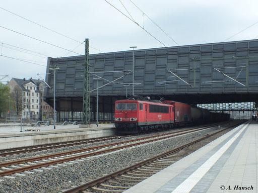 155 237-1 durchfährt mit dem sehr kurzen Mischer EZ 52524 am 3. Mai 2013 durch Chemnitz Hbf. in Richtung Riesa