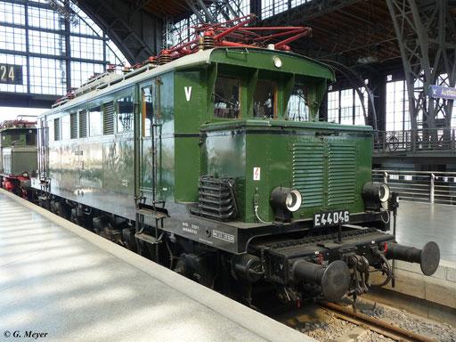 Auch E44 046 gehört zu den in Leipzig Hbf. ausgestellten Lokomotiven, hier fotografiert am 25. April 2009