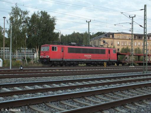 155 066-4 zieht am 22. August 2013 einen Autoleerzug am AW Chemnitz vorbei gen Dresden