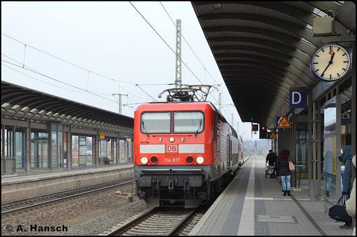 114 017-7 wird am 3. Januar 2016 in Luth. Wittenberg Hbf. mit RB nach Bitterfeld bereit gestellt