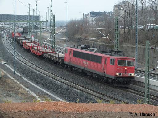 Am Morgen des 4. März 2014 durchfährt dieser interessante Mischer bespannt mit 155 246-2 Chemnitz Hbf.