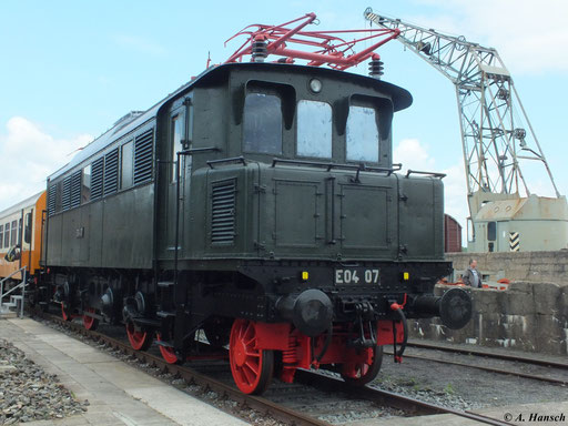 Am 2. Juni 2012 steht E04 07 im Bw Staßfurt