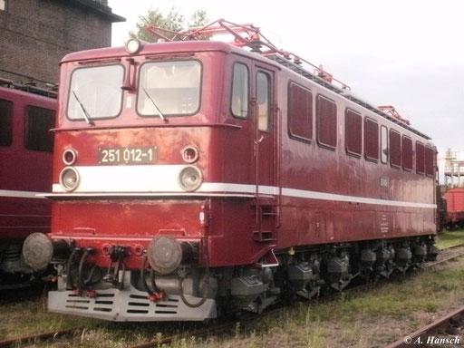 1965 wurden für die Strecke Blankenburg-Königshütte 15 Loks der BR E251 gebaut. 251 012-1 war zur Nachtfotoschau am 19. August 2011 im SEM Chemnitz zu sehen. Im letzten Tageslicht entstand dieses Bild