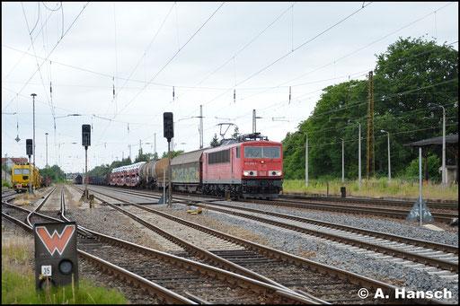 155 056-5 durchfährt am 26. Juni 2017 Leipzig-Wiederitzsch mit einem Mischer
