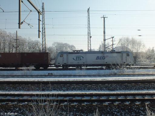 185 562-6 der ITL mit Güterzug kurz vorm Hbf. Luth. Wittenberg (5. Februar 2012)